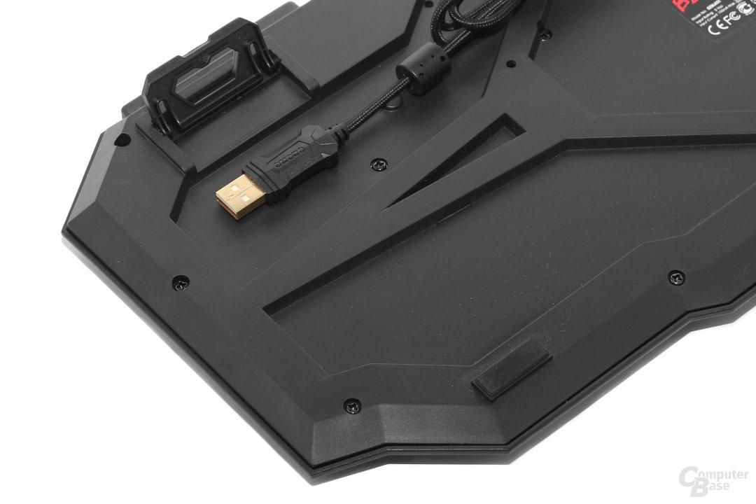 Ozone Blade – Aufstellfüße und USB-Stecker