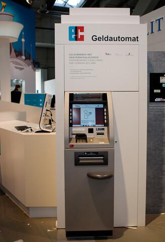 Geldautomat mit Online-Ausweisfunktion