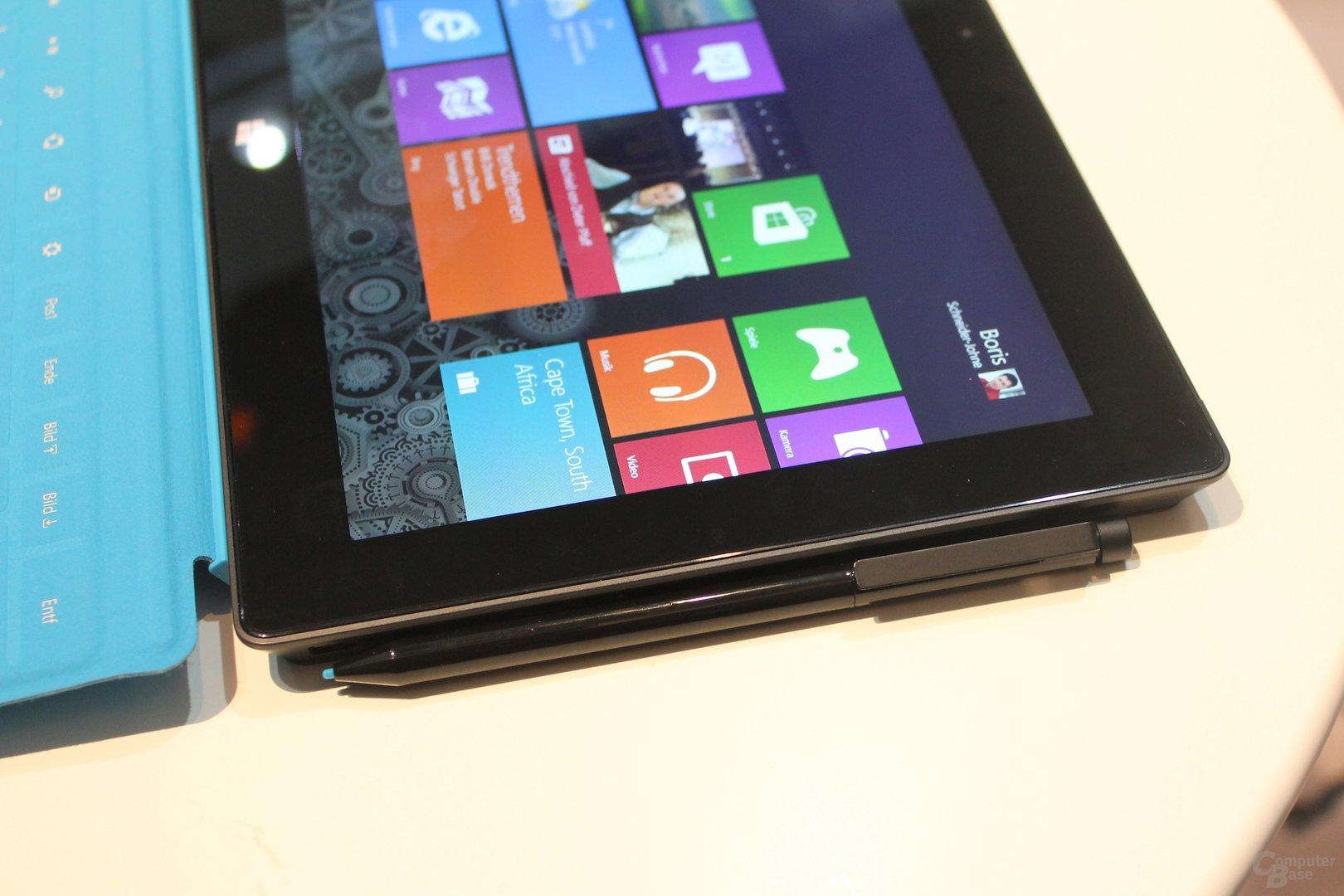 Microsoft Surface Pro mit angedocktem Stift