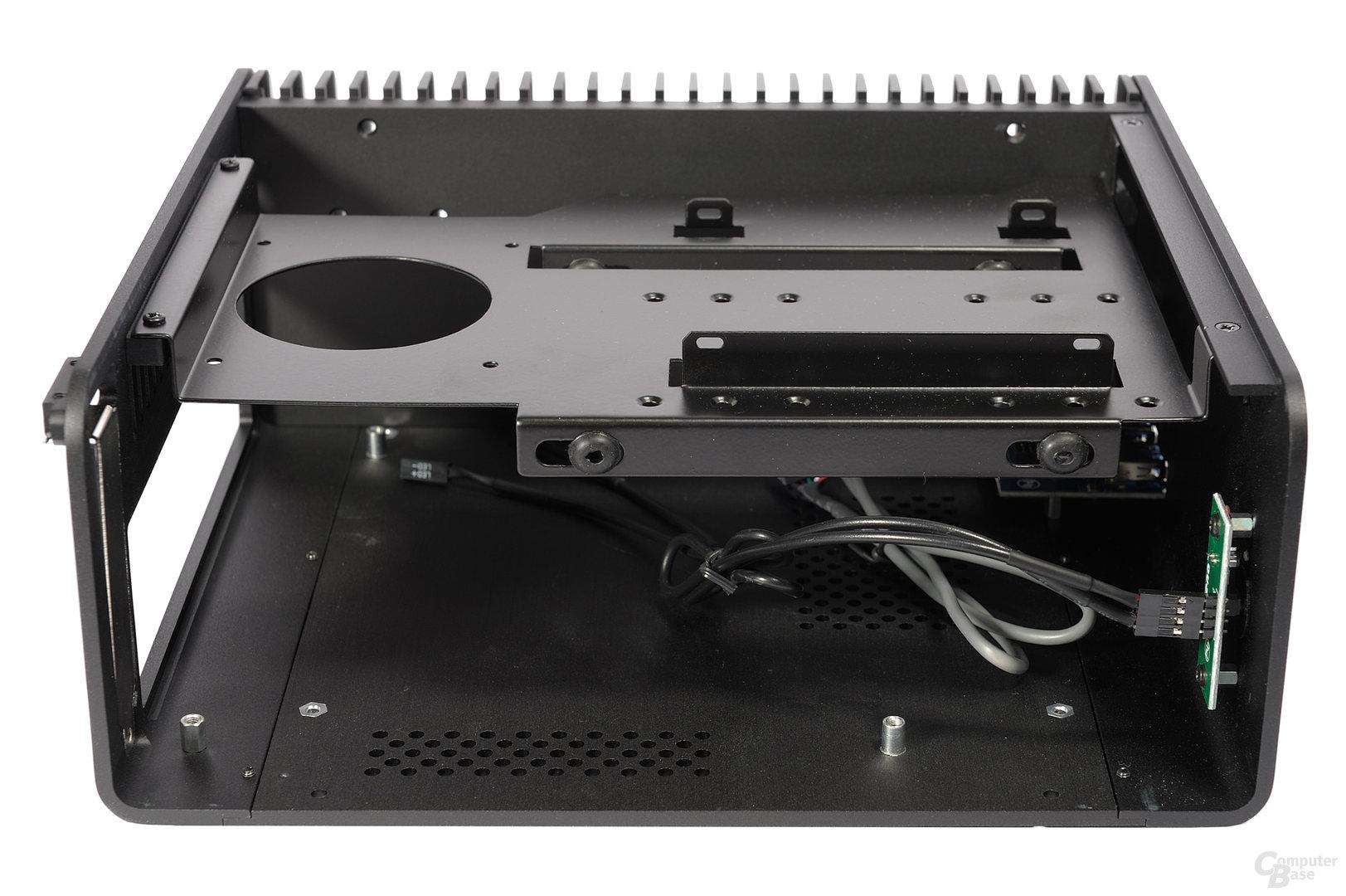 Streacom FC8 Evo – Innenraumansicht mit Träger
