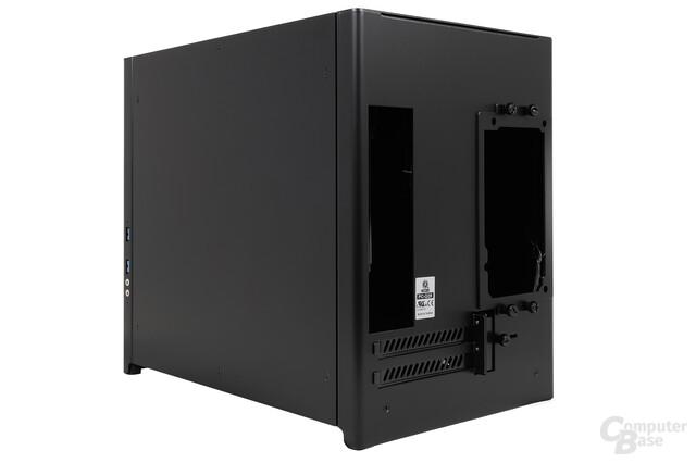 Lian Li PC-Q28 - Seitliche Heckansicht