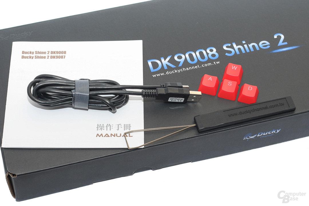 Lieferumfang: Mini-USB-Kabel, Keycaps und Tastenzieher