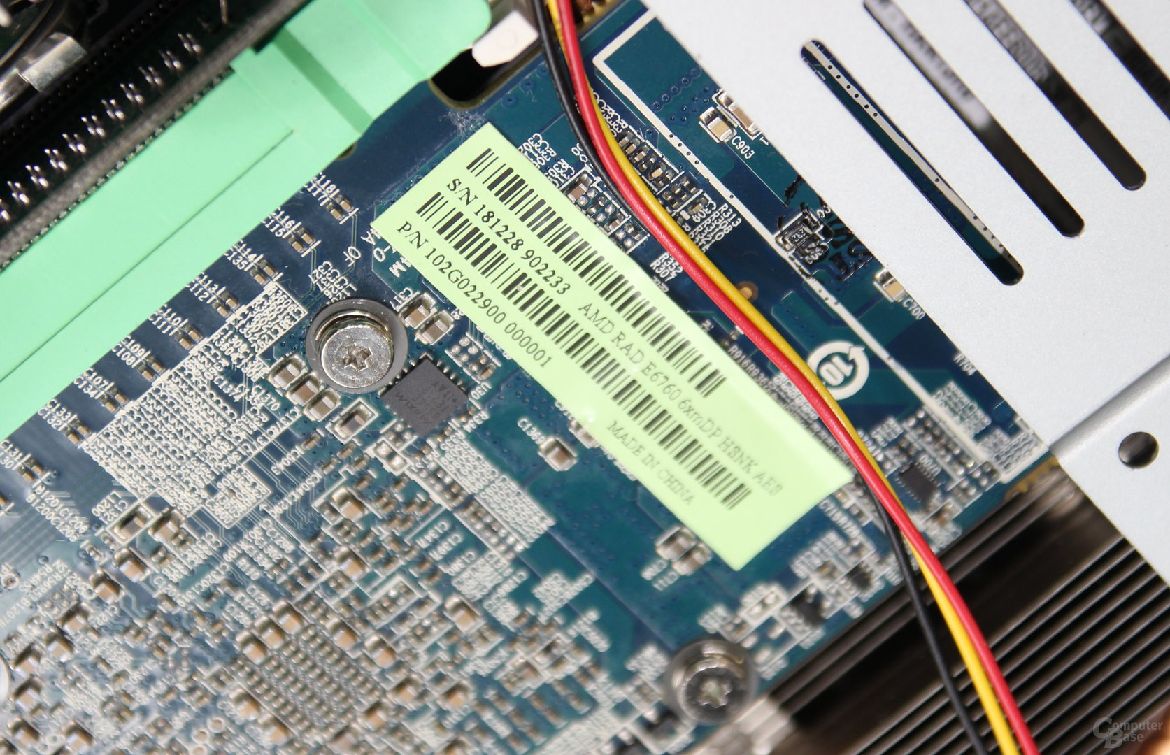 Insbesondere dank der Radeon R6760 mit sechs DisplayPorts