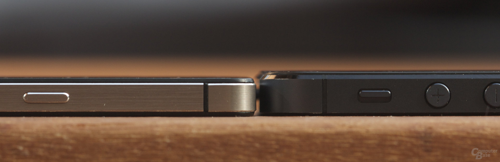 Huawei Ascend P6 links, Apple iPhone 5 rechts