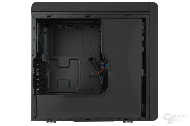 BitFenix Ronin - Innenraum mit Blende