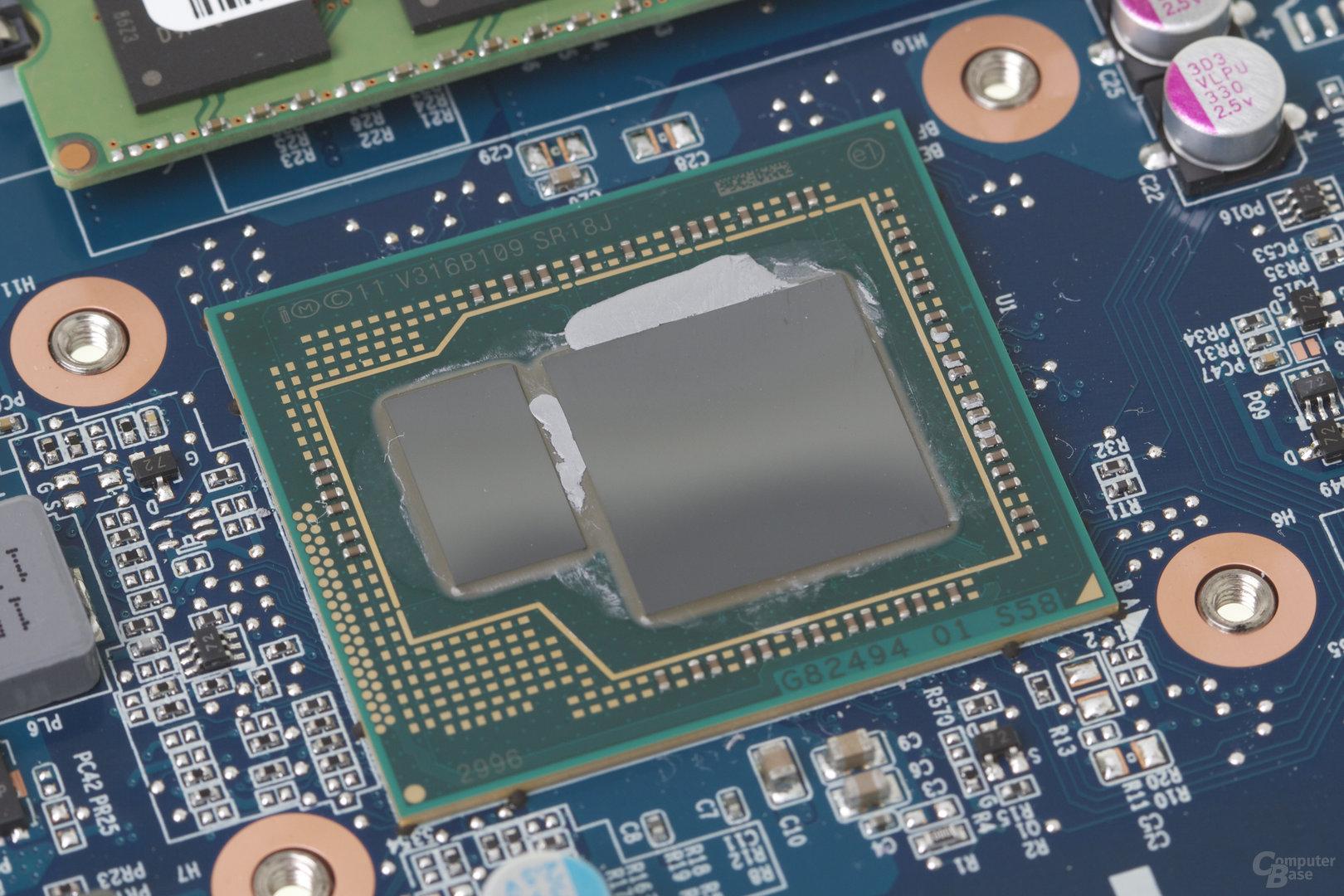 Intel Core i7-4750HQ mit Iris Pro 5200 samt separatem EDRAM (links)