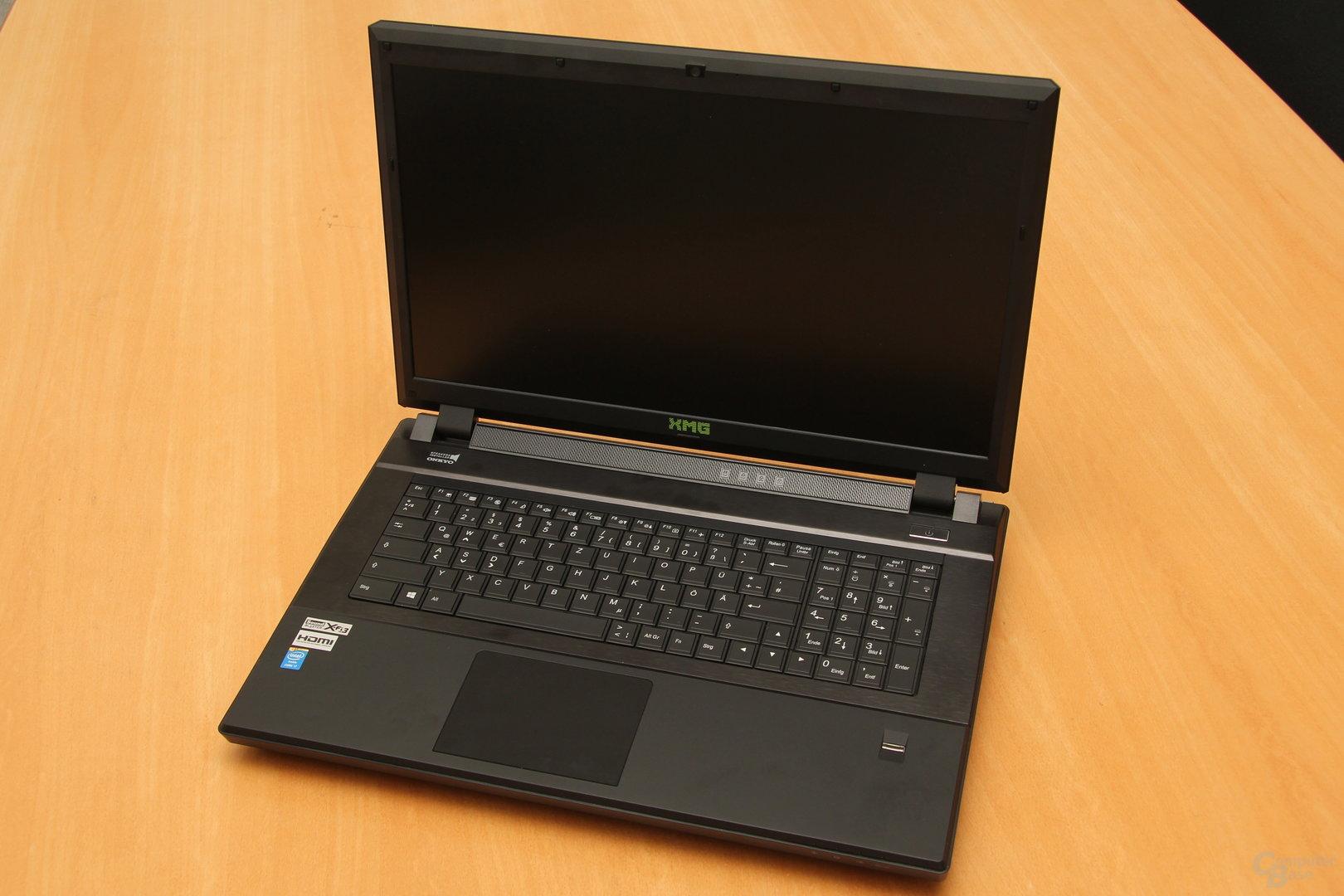 Schenker XMG P723 Pro – Tastatur und Bildschirm