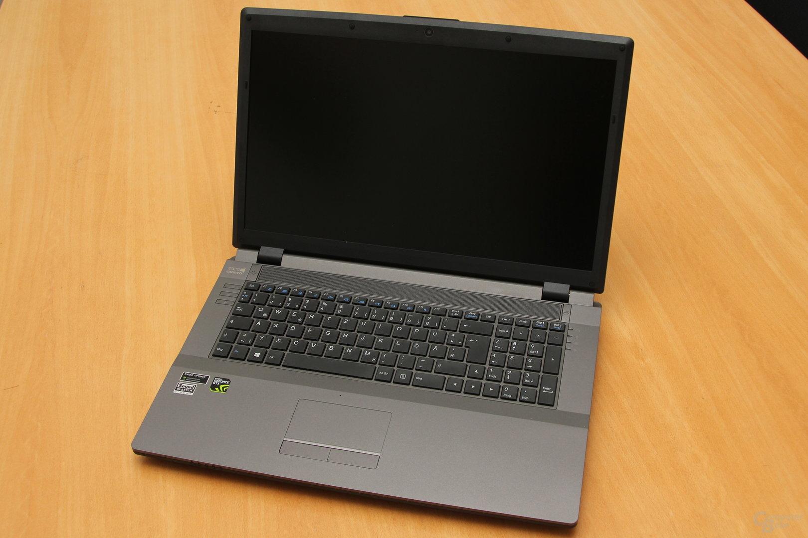 HawkForce W370ST – Tastatur und Bildschirm