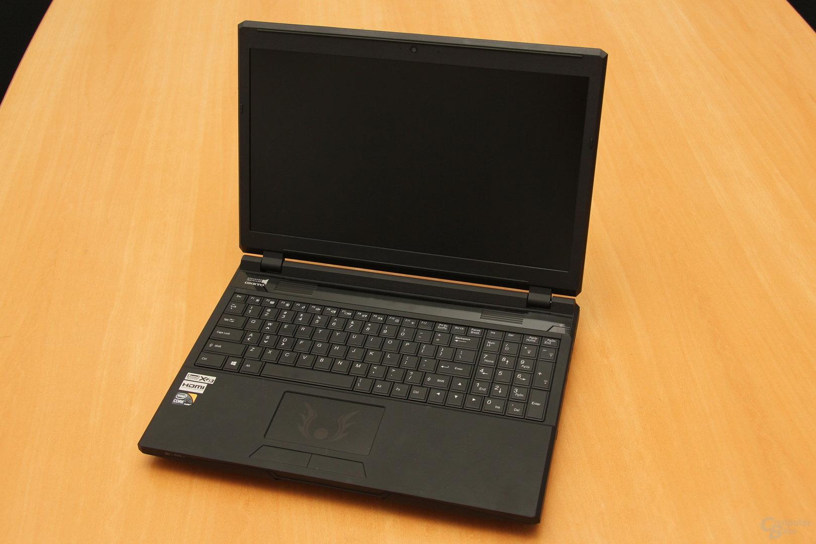 Schenker XMG P503 Pro - Tastatur und Bildschirm