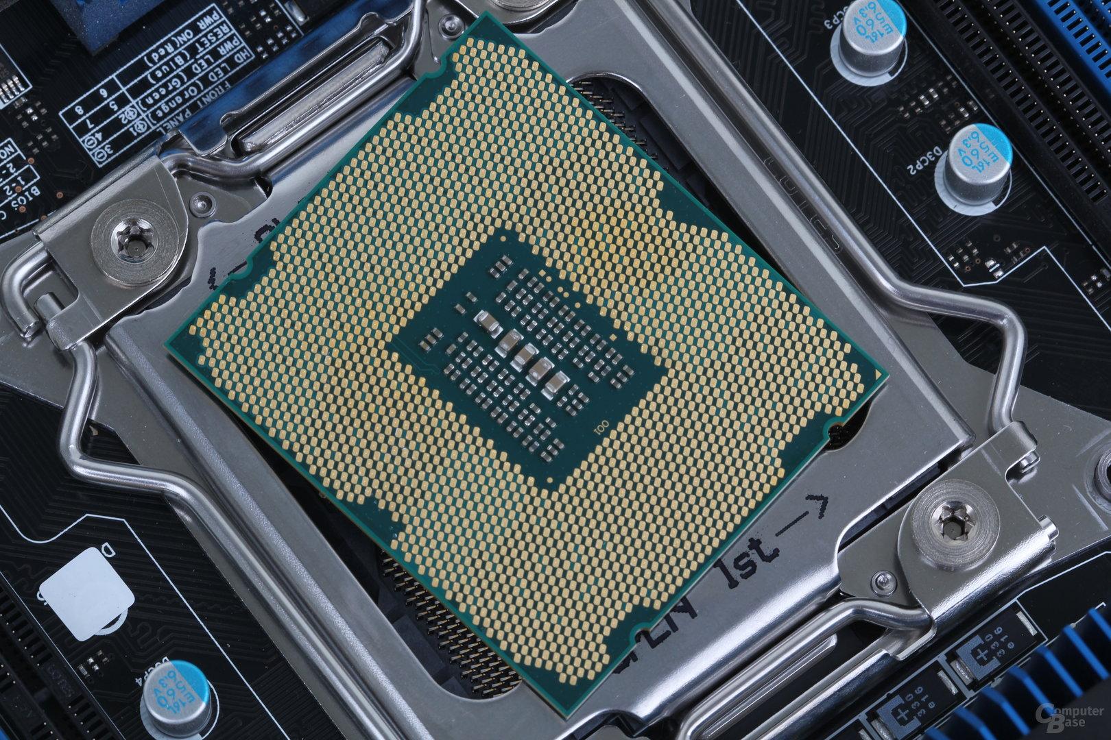 Intel Core i7-4960X – Unterseite mit 2011 Kontakten