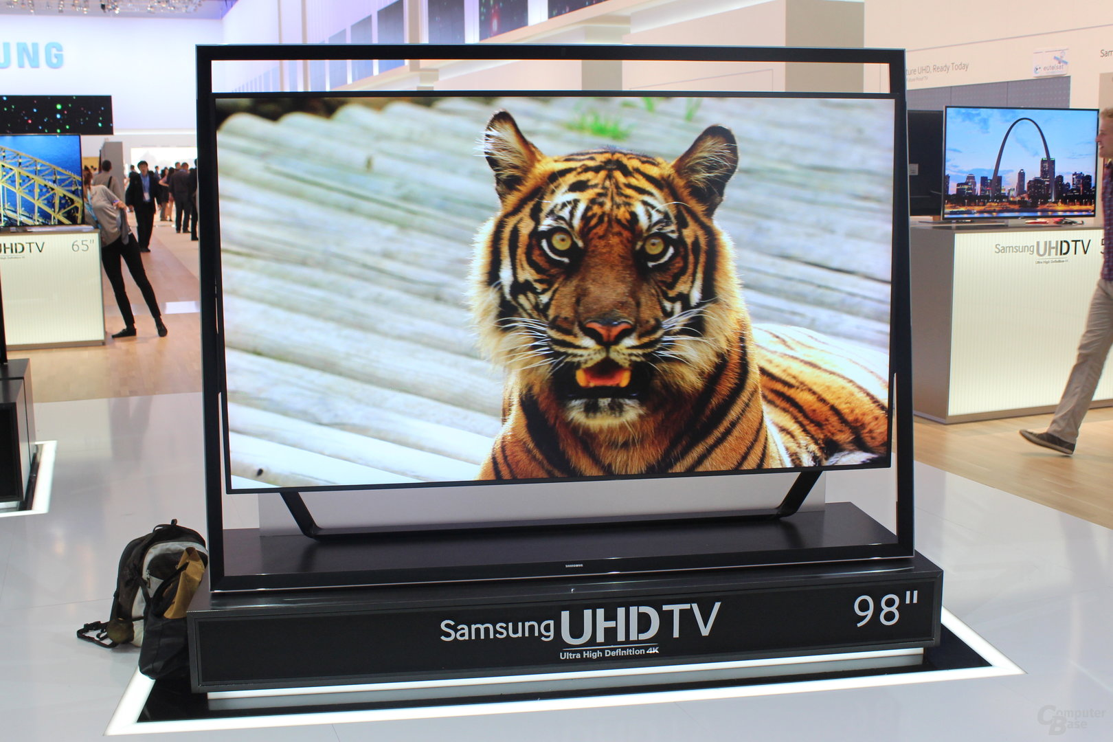 Samsung UHD-Fernseher mit 85 Zoll