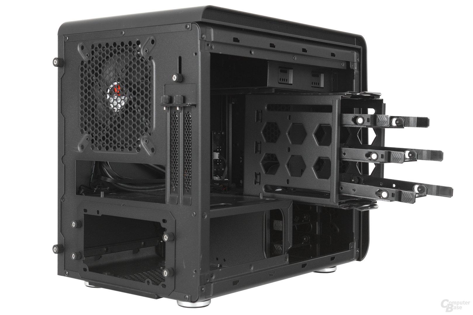 BitFenix Phenom Mini-ITX – Seitliche Innenraumansicht