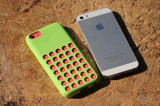 Das iPhone 5C in der offiziellen Schutzhülle