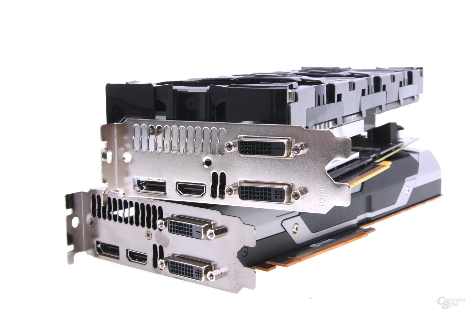 Inno3D setzt auf den bekannten 3-Slot-Kühler