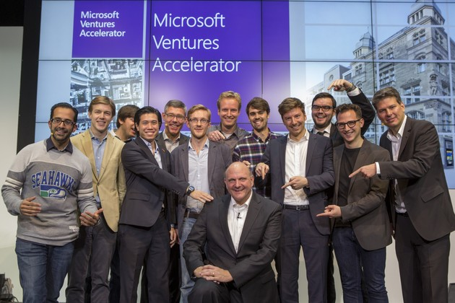 Ballmer mit den neun ausgewählten Startups
