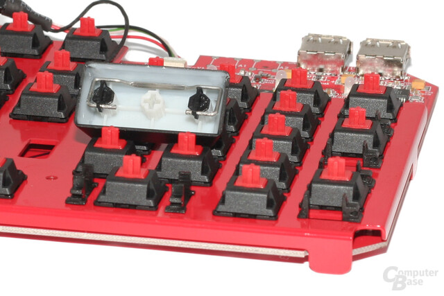 """Plate mounted"" Cherry MX ""Red"" mit ""Costar""-Stabilisatoren"