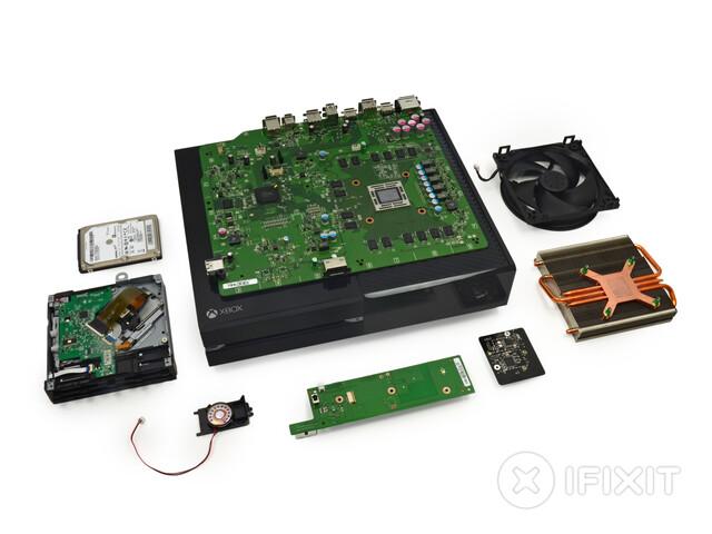 iFixit zerlegt Xbox One und PlayStation 4