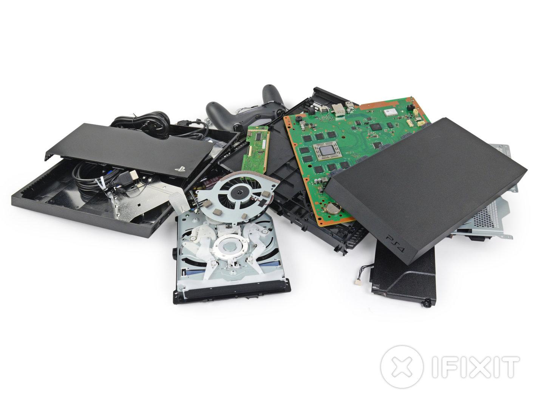 PlayStation 4 in Einzelteile zerlegt