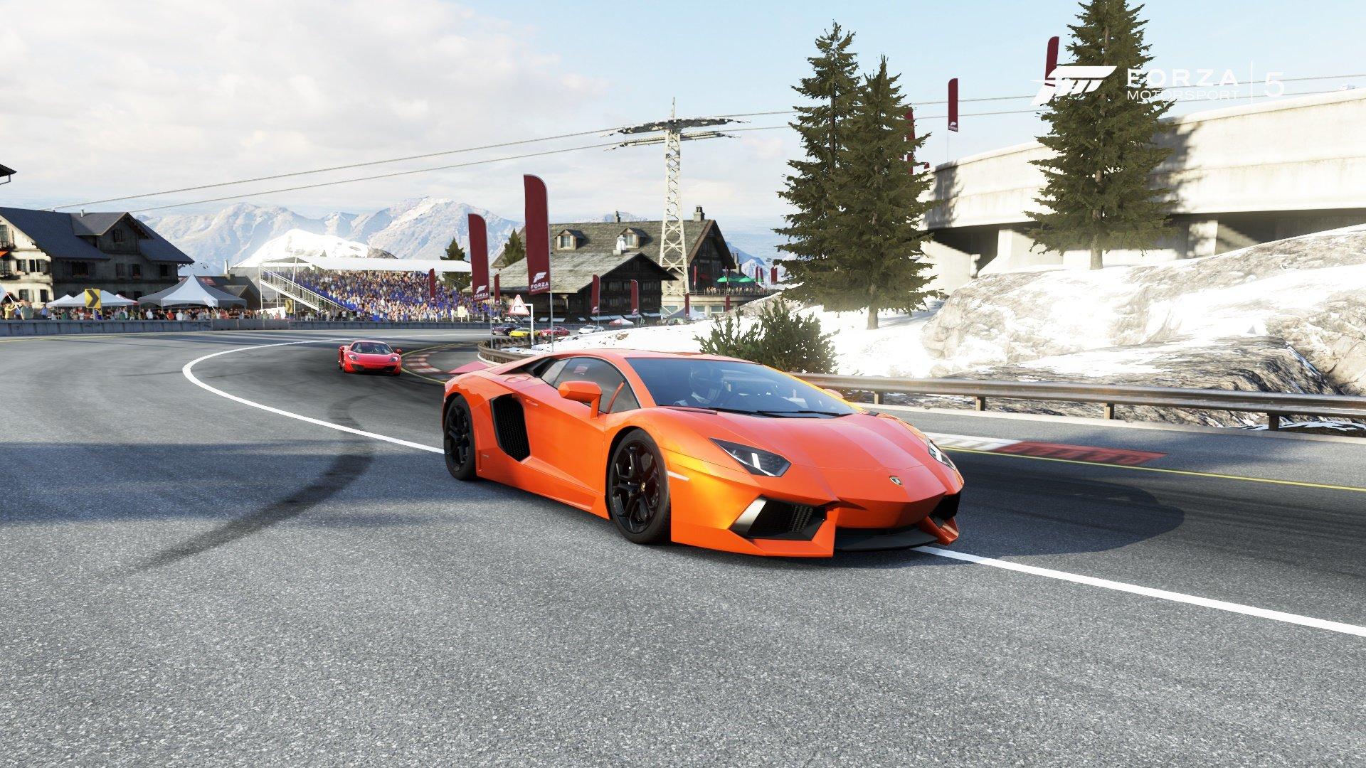 Spaßige Kurvenstrecke in den Schweizer Alpen