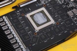 GPU mit Wärmeleitpaste, Spannungswandler mit Extra-Kühlkörper