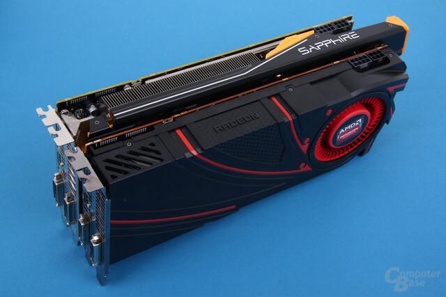 Sapphire Radeon R9 290 Tri-X OC hinter dem Referenzdesign