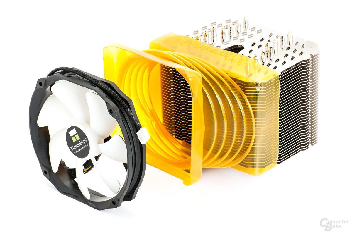 Der gelbe Kunststoff-Kanal harmoniert mit 120-mm-Gehäuselüftern