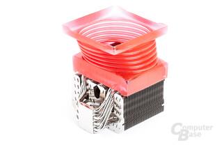 Das rote Pendant lässt sich mit 140-mm-Lüftern kombinieren