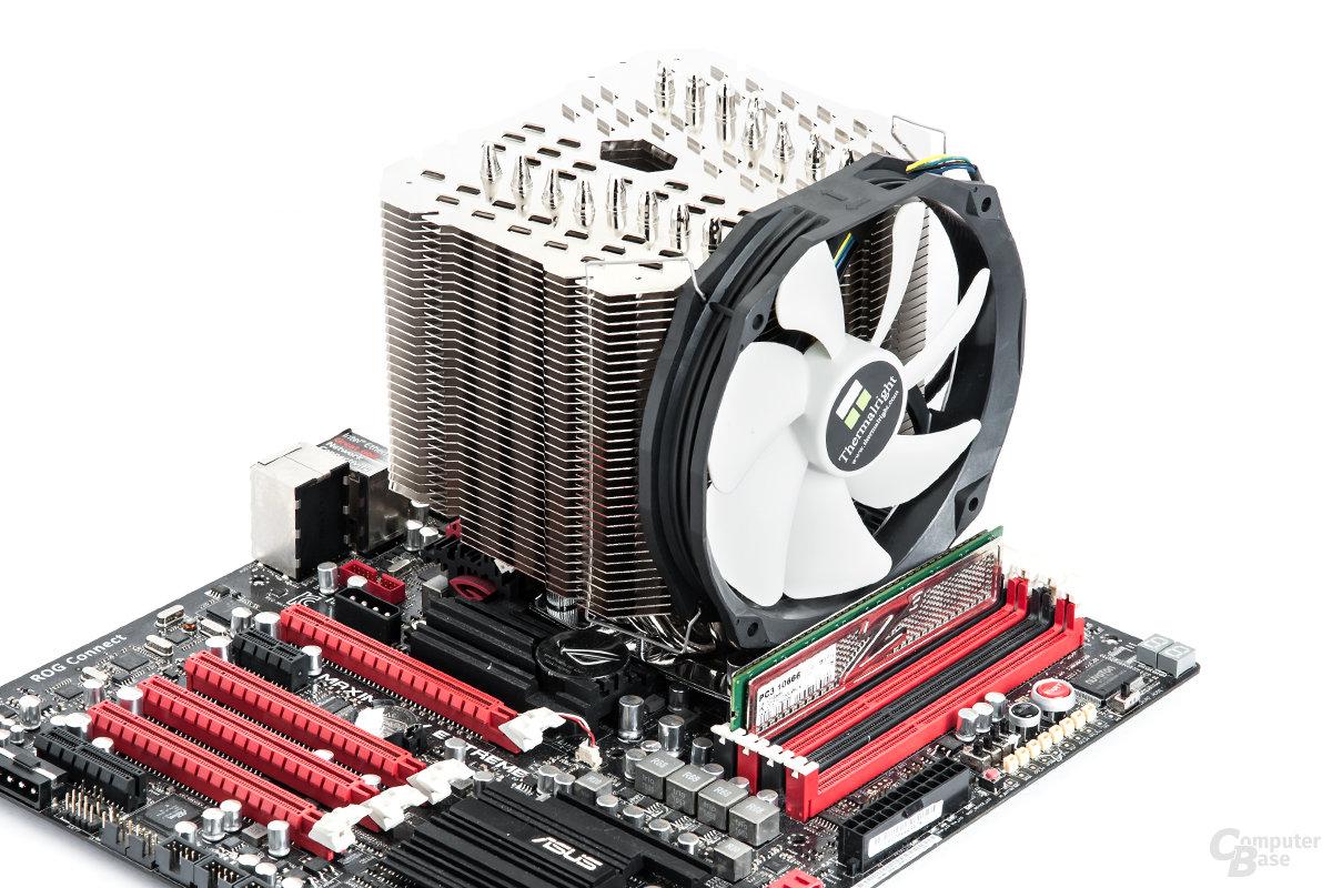 Thermalright HR-22 im montierten Zustand auf Intel-System