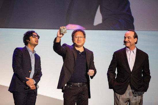 Nvidias CEO Jen-Hsun Huang zeigt ein MIB mit dem Tegra K1