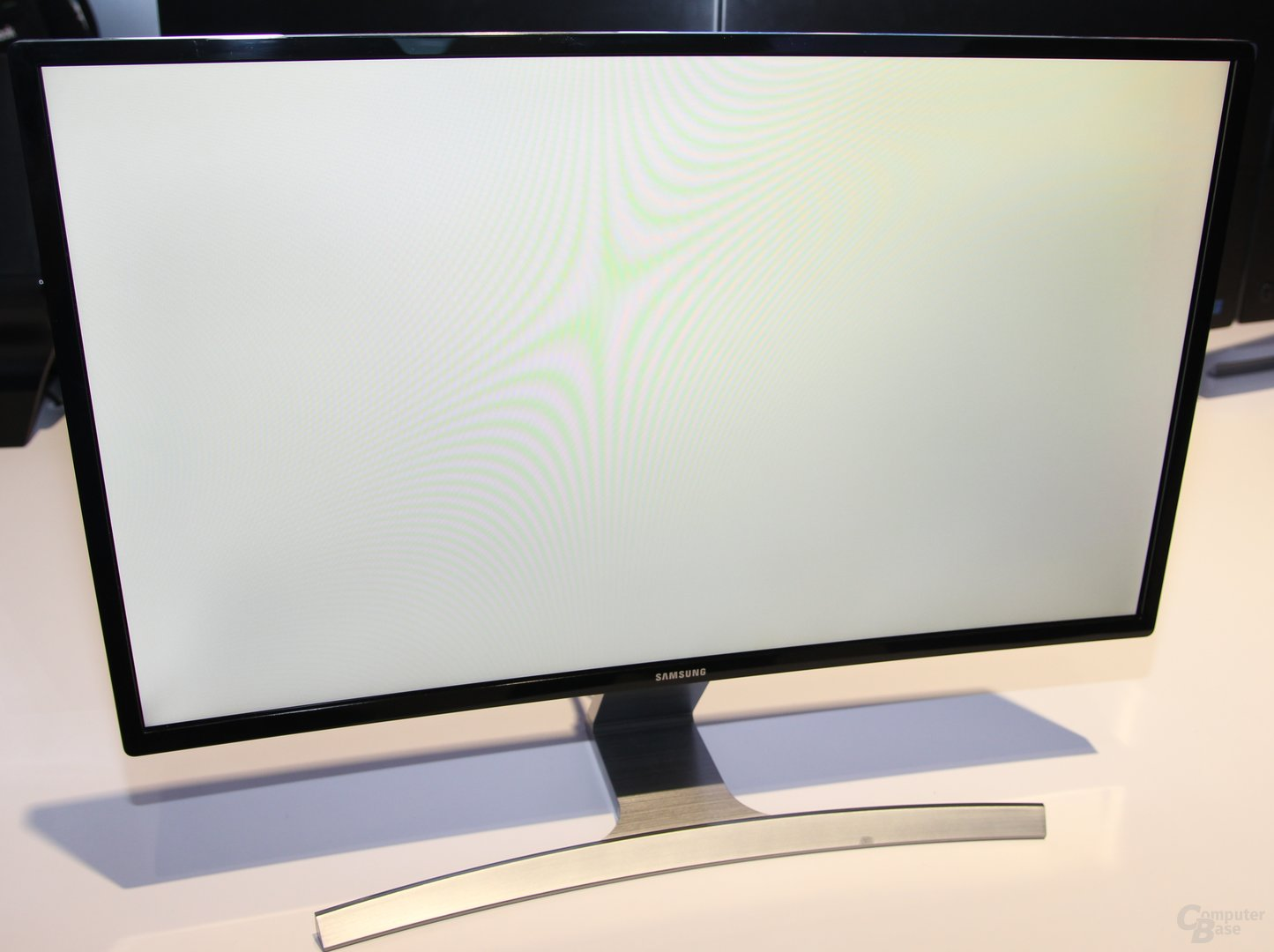 "Samsung zeigt ""World's First Curved LED-Monitor"""