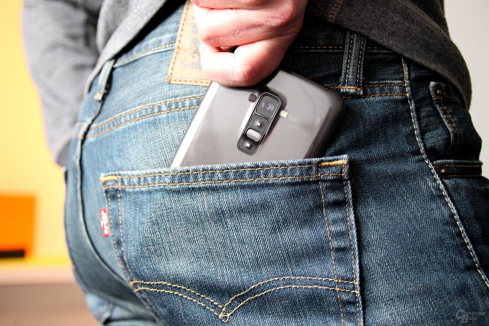LG G Flex – In der Gesäßtasche besser aufgehoben