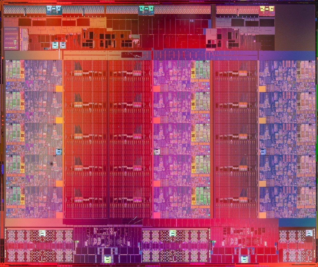 Intel Xeon E7 v2 – Die-Shot der Variante mit 15 Kernen