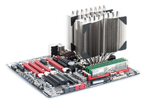 Thermalright Silver-Arrow IB-E montiert auf unserem Intel-Testmainboard