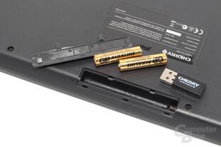 Batteriefach mit zwei AAA-Batterien und Funkempfänger