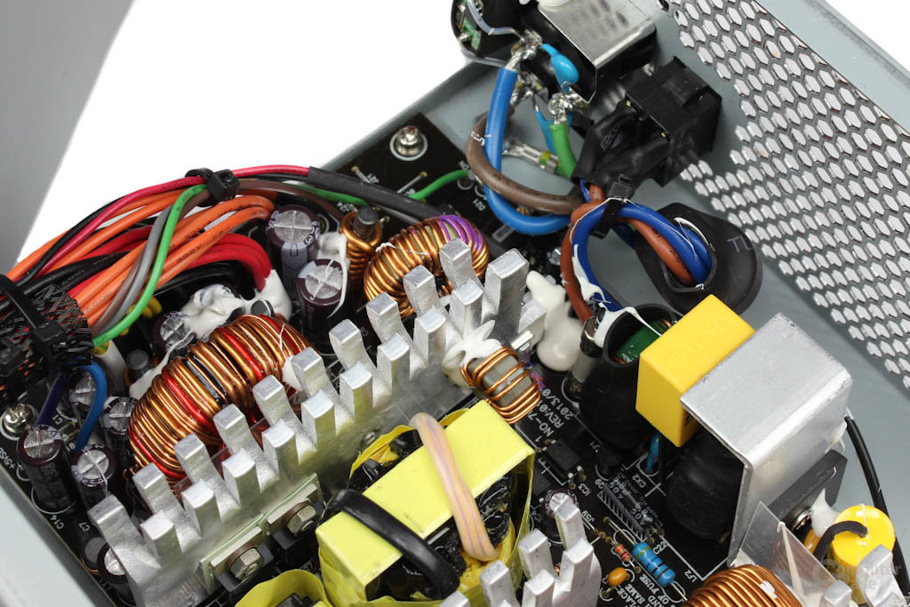 Chieftec New A-135 550 Watt: Elektronik im Detail