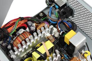 Chieftec New A-135 550 Watt: Elektronik im Detail