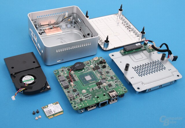 Intel NUC Kit DN2820FYKH zerlegt