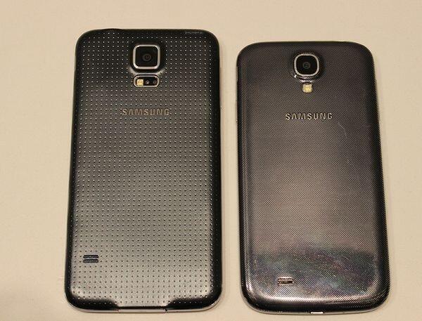 Samsung Galaxy S5 (links), Galaxy S4 (rechts)