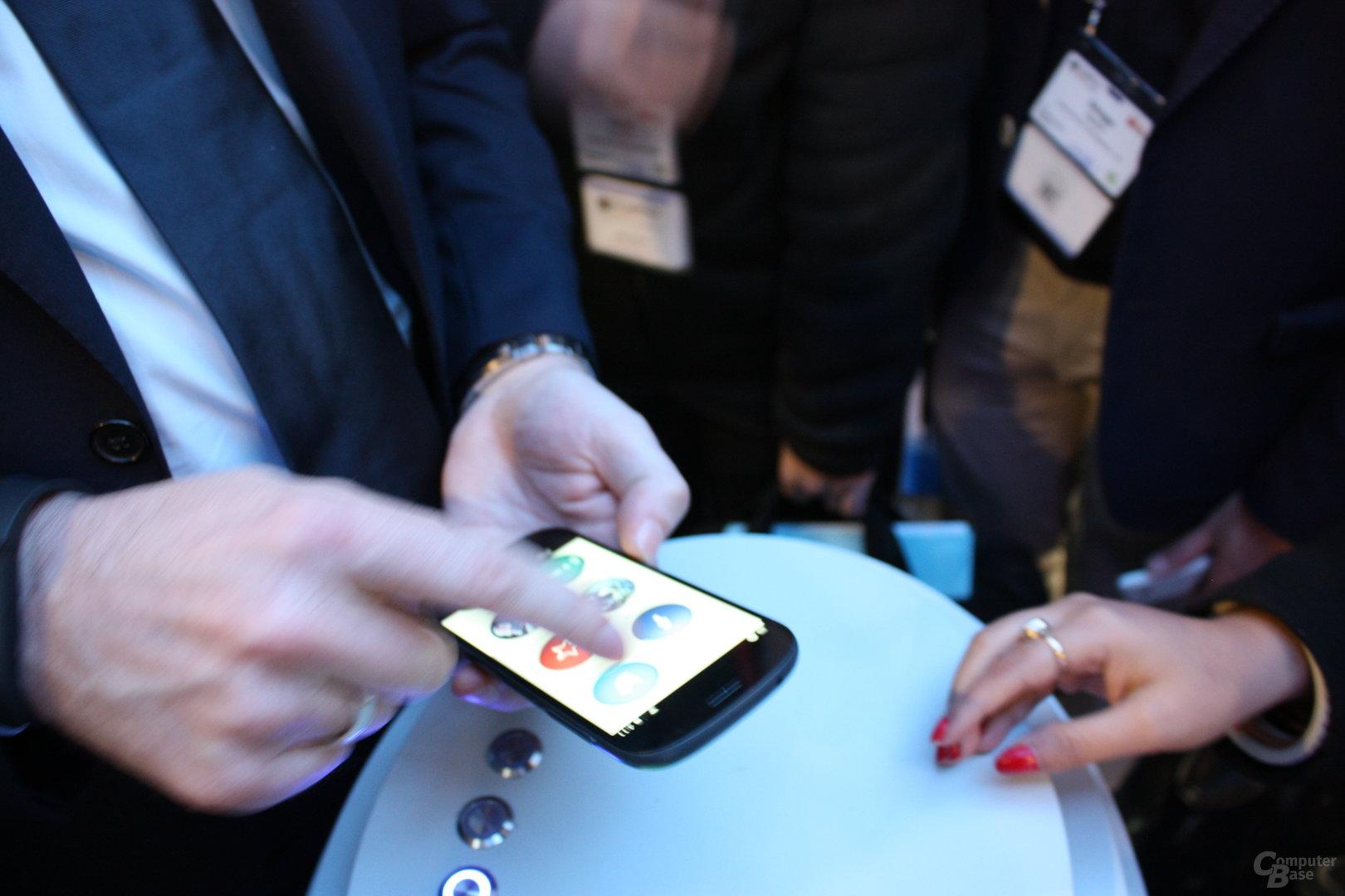 YotaPhone 2 mit Doppel-Touchscreen