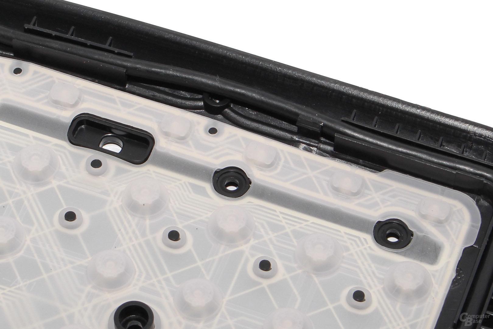 Zusatztasten sind zumeist mit kleineren Rubberdomes bestückt (MS Wired Keyboard 600)