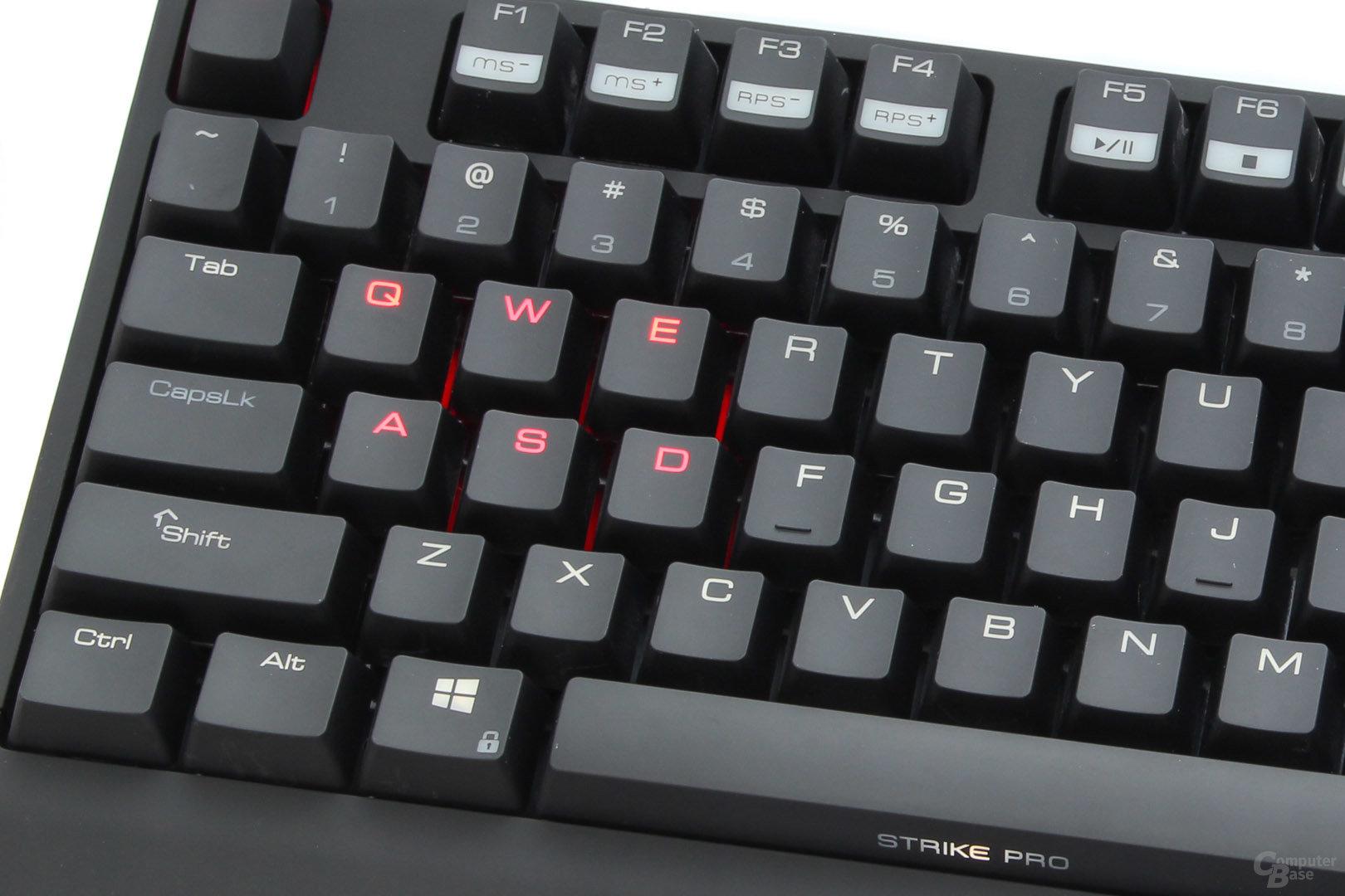 "dezente Beleuchtung in Weiß, rote ""Gaming""-Keys"