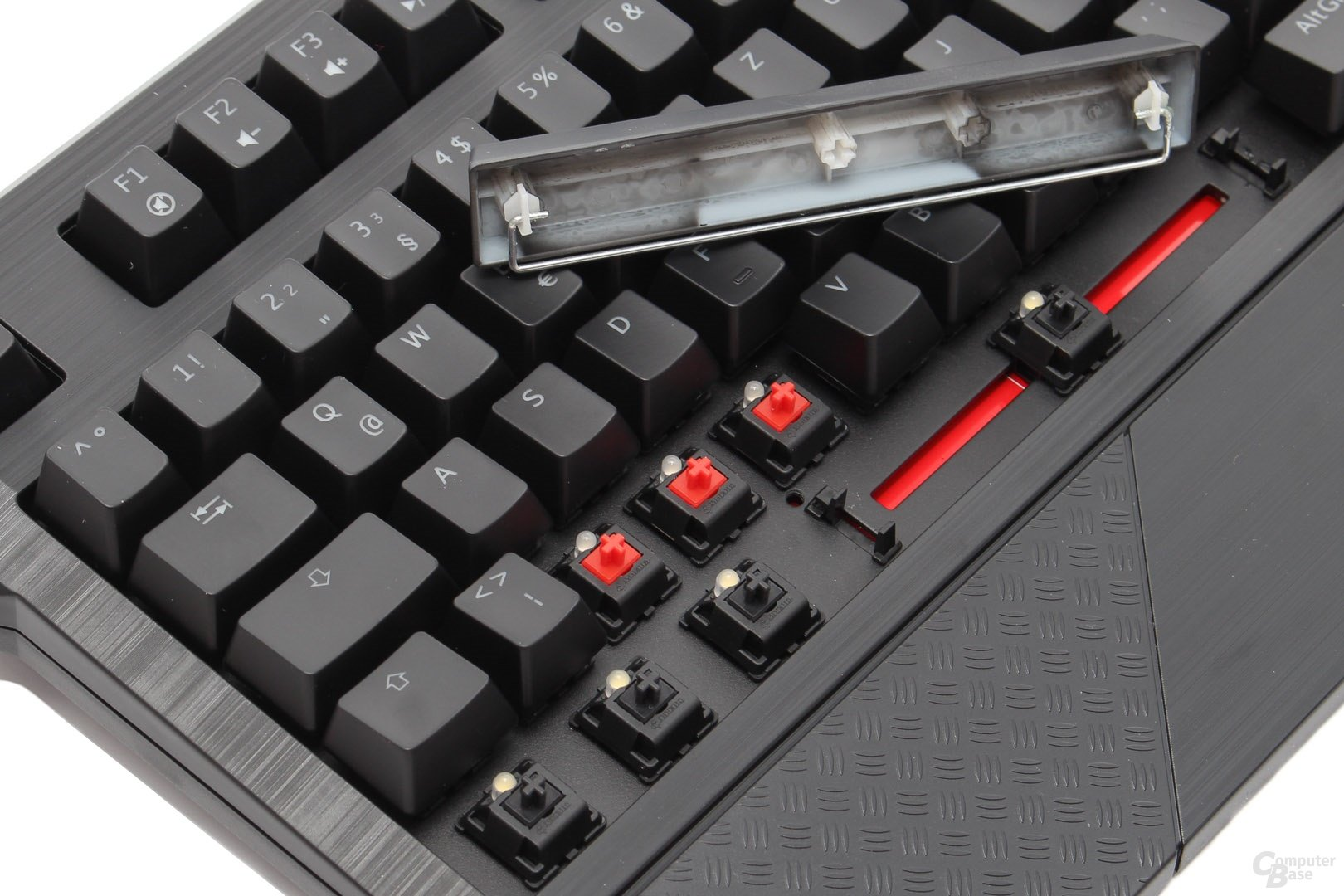 "Cherry MX ""Red"" und ""Black"" mit ""Costar""-Stabilisatoren"
