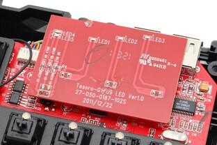 Status-LEDs auf separater, verlöteter Platine, darunter Controller (Holtek HT882)