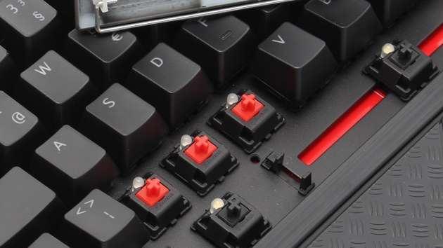 Tesoro Durandal Ultimate eSport im Test: Cherry MX Red und Black vereint