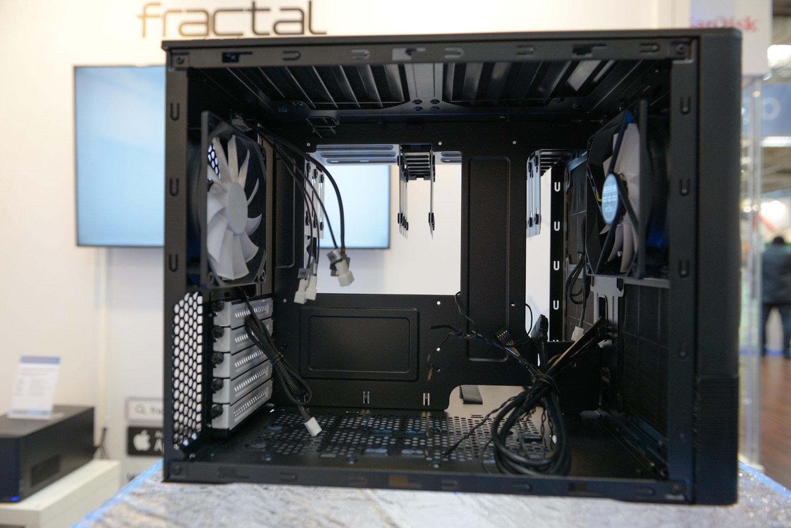 Fractal Design Node 804 – Linke Kammer