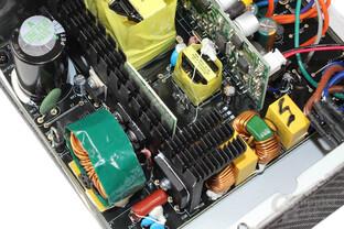 Enermax Revolution X't 530 – Elektronik im Detail
