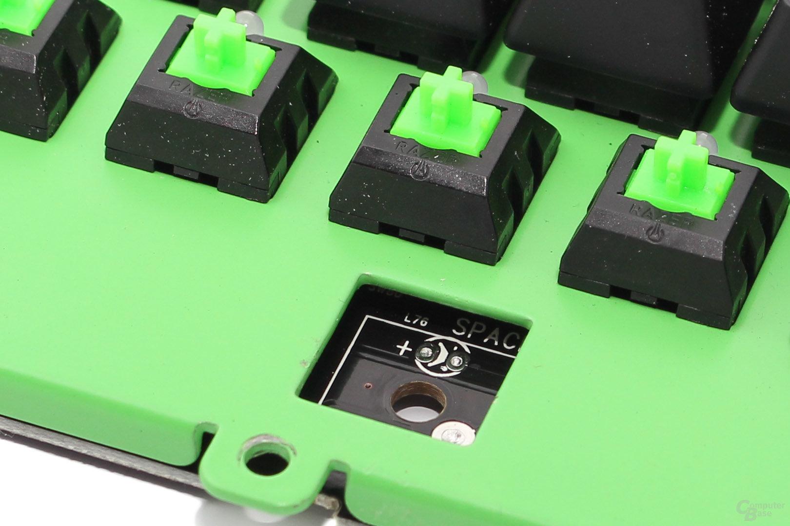 """""""Plate mounted"""" Schalter: Ausgelöteter Switch unter der Leertaste"""
