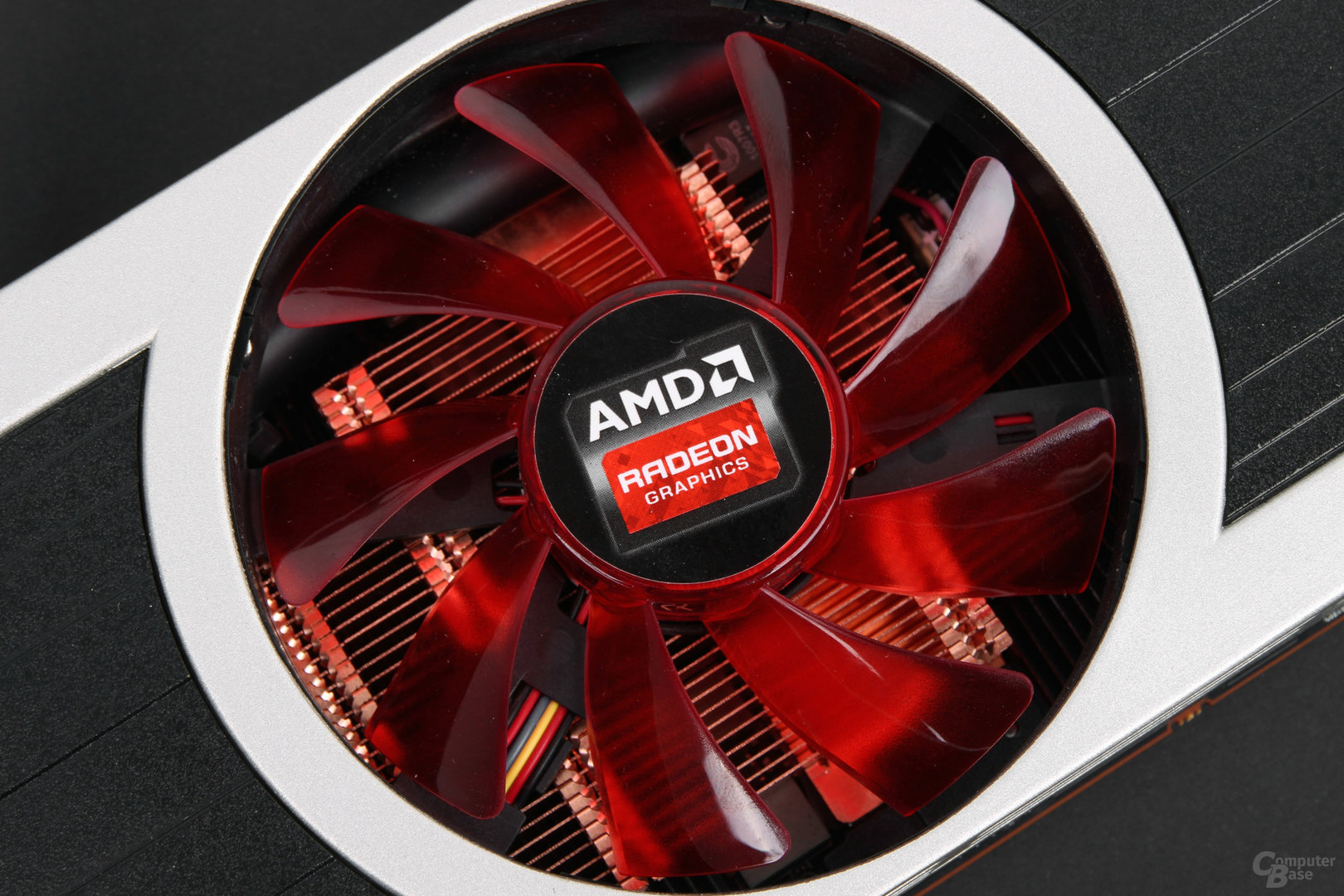 AMD Radeon R9 295X2 – zentraler Lüfter