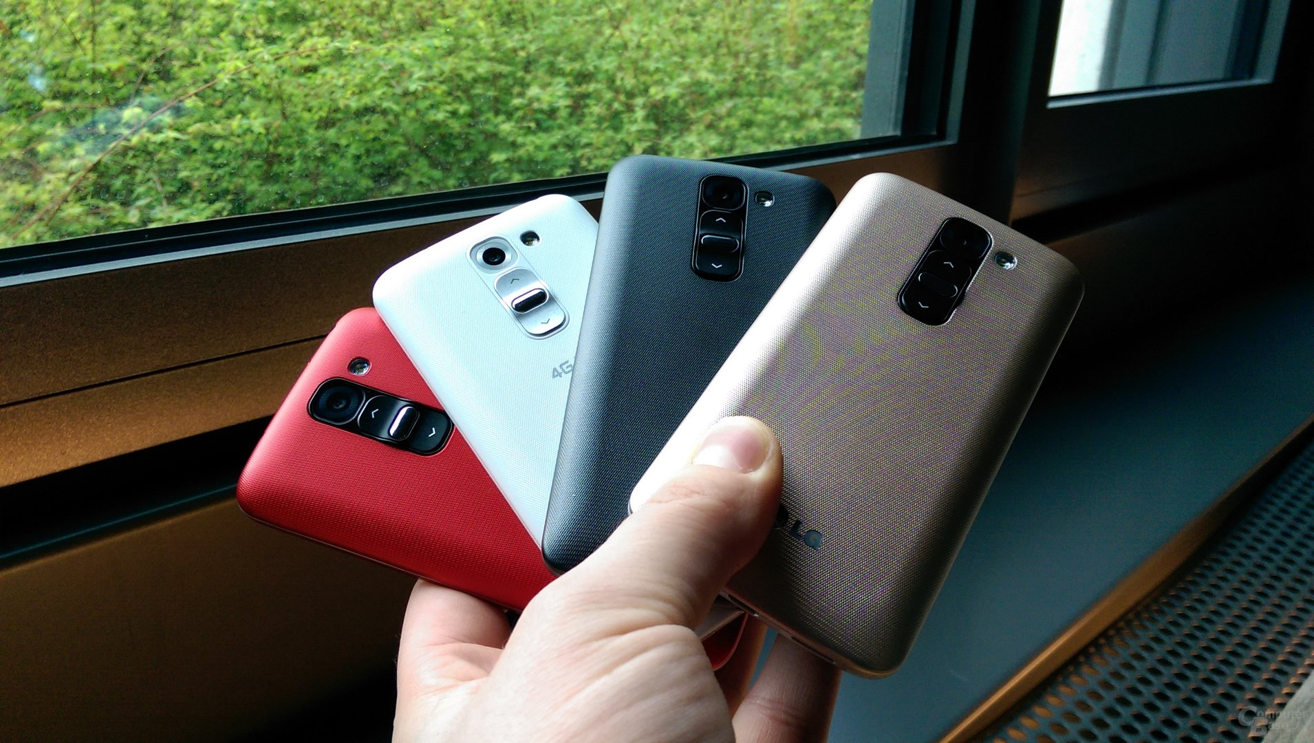 LG G2 Mini in Gold, Rot, Schwarz und Weiß