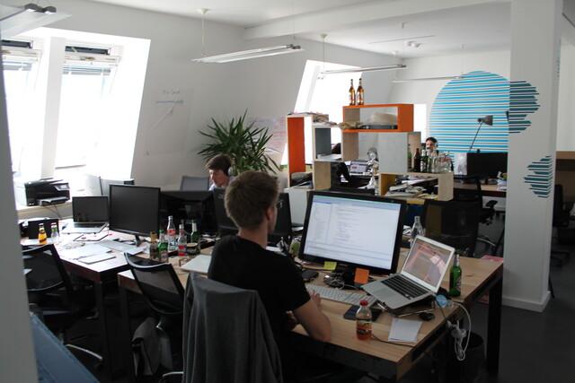 Gründeratmosphäre am Prachtboulevard: Im fünften Obergeschoss der Microsoft-Niederlassung in Berlin, Unter den Linden, wird fleißig getüftelt.